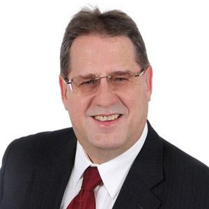 Hans Köck ist Experte für Sitzmöbel und gesundes Sitzen.