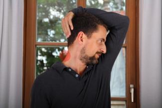 Übung Dehnung hinterer Nackenmuskel