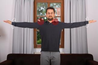 Übung Armkreisen gegen Nackenschmerzen