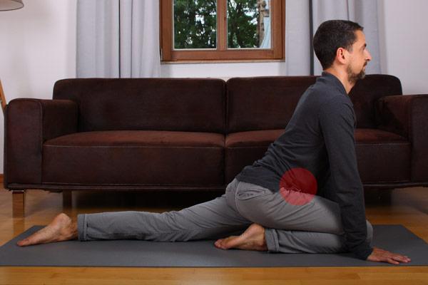 Basisübung bei Rückenschmerzen: Hüfte aufdehnen