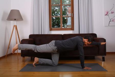 Rücken Stabilisierung durch Übung Arm Bein Heben