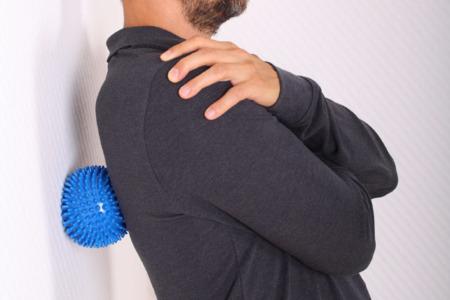 Schmerzpunktpressur Triggerpunkte Massage am Rücken