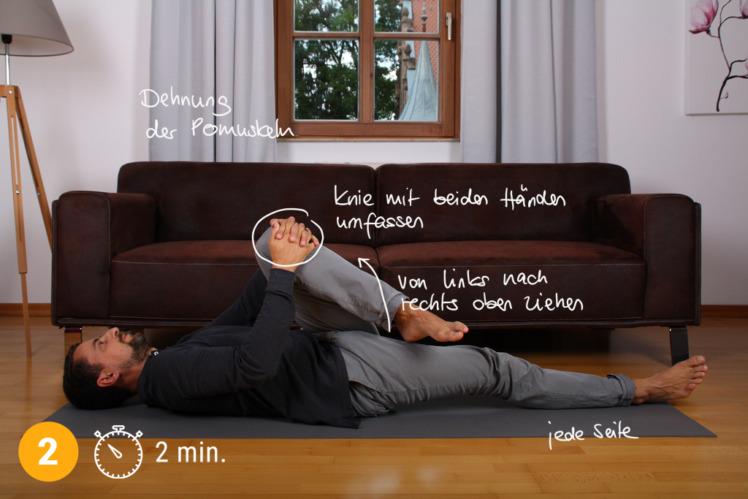 Nach ca. 2 Minuten wechselst du das Bein und wiederholst die Übung. Du wirst eine sofortige Entlastung des Ischias und des unteren Rücken feststellen.